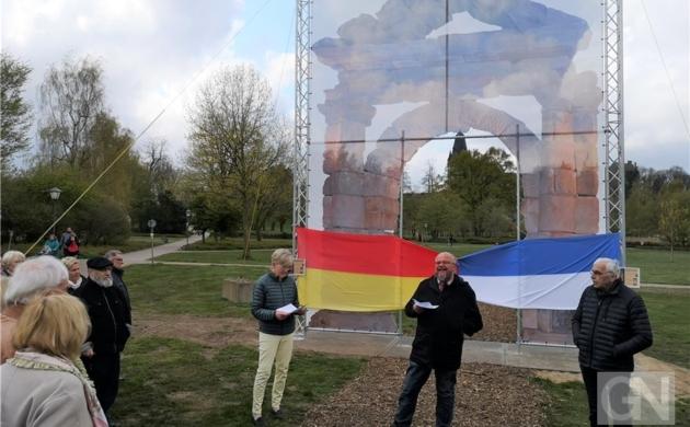 Vorgeschmack auf das Batavia-Tor im Schlosspark