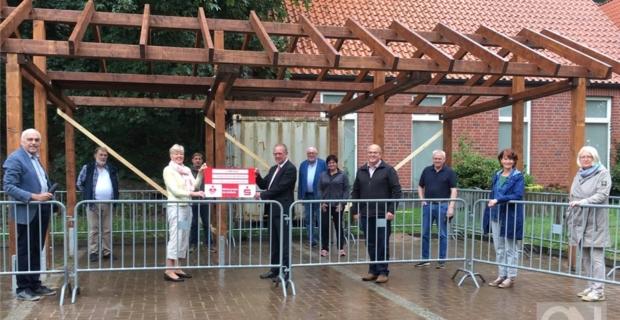 Batavia-Projekt: Steinmetzhütte im Schlosspark aufgebaut
